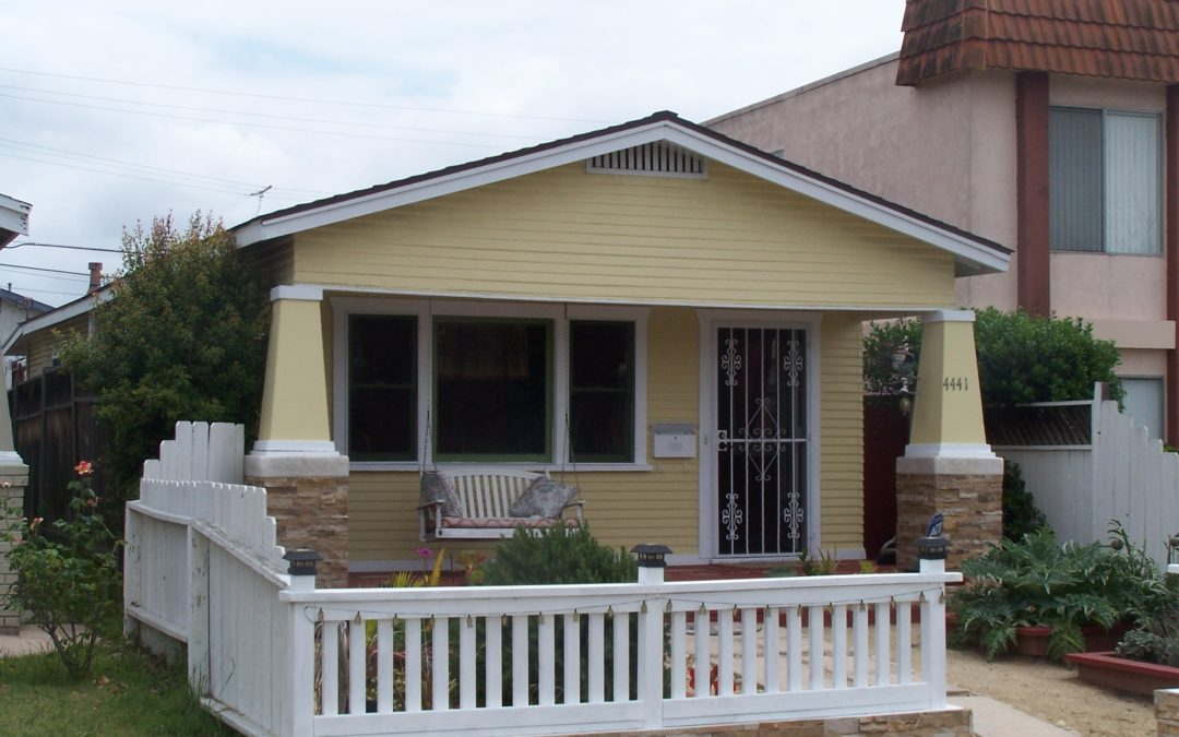 Classic 2 Bedroom House w/ Den on Incredible lot !